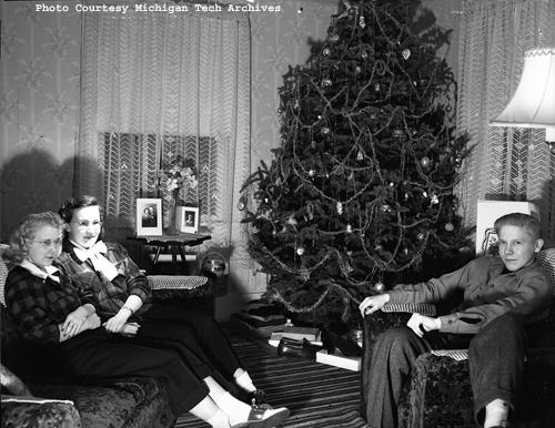 A family scene in the living room. The photograph is part of the William Brinkman Collection.