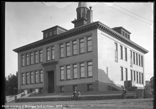 Douglass Houghton School, which sat to the west of the intersection of Douglass and 6th streets in Houghton, as it looked in 1906.