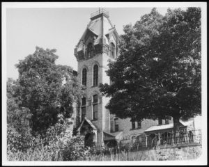 Image of courthouse with trees