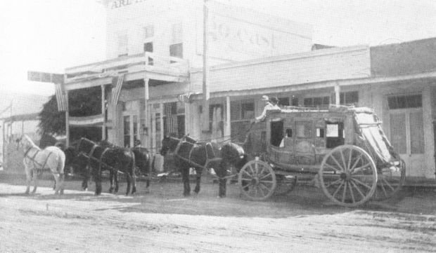 Image of stagecoach being pulled by horses