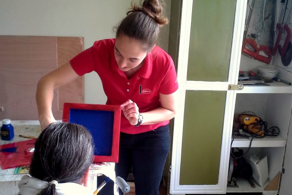 Michigan Tech mechanical engineering student Alexandra Tateosian volunteers in Cartano, Costa Rica through for the non-profit organization UBELONG.